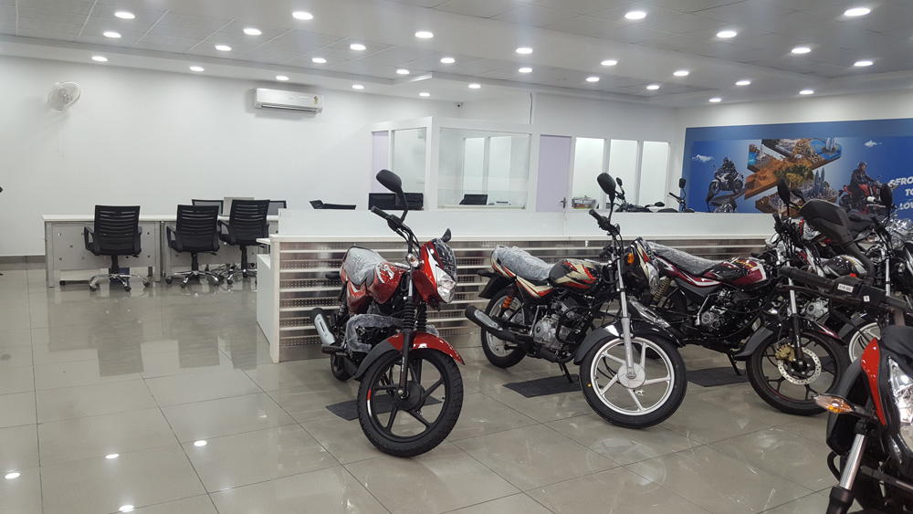 bajaj bike showroom noida