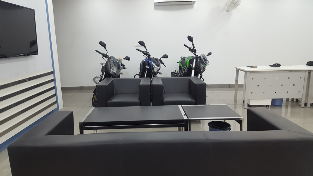bajaj showroom & service center Noida